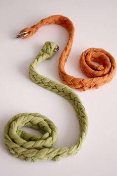 delia creates: braided belt or headband tutorial T Shirt Yarn, T Shirt Diy, Tee Shirt, Yarn Projects, Sewing Projects, Diy Tresses, Sewing Hacks, Sewing Crafts, Braided T Shirts