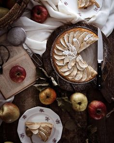 🍎🍏 𝐀𝐩𝐩𝐥𝐞 𝐜𝐚𝐤𝐞 Hello, J'espère que vous allez bien ! C'est en ce moment la saison de la cueillette des pommes, comme vous le savez je suis allée en cueillir plein dans le verger de mes grands parents il y a une semaine, du coup je me suis décidée à réaliser un gâteau aux pommes mais comme la dernière fois, je l'ai raté, il ressemble plus à une belle tarte, je ne sais pas pourquoi il n'a pas mon