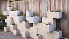 Jardim Vertical feitos com blocos de cimento!