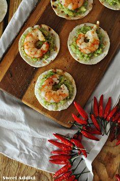 Canapé de aguacate y langostinos con peperoncino http://www.sweetaddict.es/2017/09/canape-de-aguacate-y-langostino-picante.html
