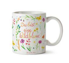 Tasse Du bist eine Wildblume aus Keramik  Weiß - Das Original von Mr. & Mrs. Panda.  Eine wunderschöne spülmaschinenfeste Keramiktasse (bis zu 2000 Waschgänge!!!) aus dem Hause Mr. & Mrs. Panda, liebevoll verziert mit handentworfenen Sprüchen, Motiven und Zeichnungen. Unsere Tassen sind immer ein besonders liebevolles und einzigartiges Geschenk. Jede Tasse wird von Mrs. Panda entworfen und in liebevoller Arbeit in unserer Manufaktur in Norddeutschland gefertigt.     Über unser Motiv Du bist…