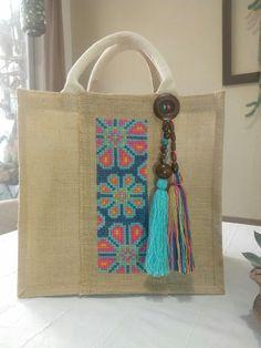 Diy Jute Bags, Straw Bag, Burlap, Recycling, Reusable Tote Bags, Embroidery, Purses, Sewing, Crochet