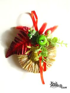 My florist work - Mini New Year's wreath from yarn and decor  #knitmade #knitmadeflowers #knitmadenews #wreath #newyear #christmas