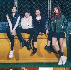 Blackpink from vogue korea nov issue blackpink ros lisa jisso jennie Kpop Girl Groups, Korean Girl Groups, Kpop Girls, Kim Jennie, Yg Entertainment, Blackpink Fashion, Korean Fashion, Blackpink Youtube, Blackpink Members