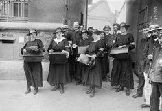 Paris, 10e arrondissement, les premières femmes facteurs, le 1er juin 1917.