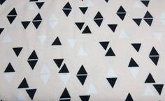 Stoff grafische Muster - Sweat - Triangles - Dreiecke - Marshmallow - ein Designerstück von Prinzenkind-selbermacher bei DaWanda