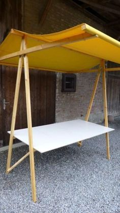Neat idea for a small, portable craft booth display. #TheCreativeCottage
