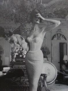 Jerry Plucer: Sarna. How very Vogue. Repin via Rachel Roy.