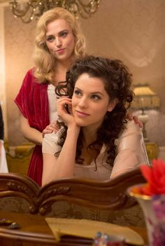 Katie McGrath (Lucy) and Jessica De Gouw (Mina) in episode 3 of Dracula. I'm obsessed with Jessica's hair! Dracula 2013, Dracula Nbc, Dracula Tv Series, Jessica De Gouw, Lena Luthor, Actress Jessica, Intelligent Women, Jonathan Rhys Meyers, Katie Mcgrath