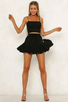 Girly Outfits, Skirt Outfits, Sexy Outfits, Cute Outfits, Picture Outfits, Trendy Outfits, Fall Outfits, Black Mini Skirt Outfit, Black Ruffle Skirt