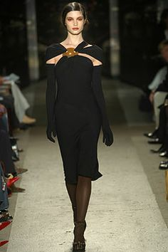 Donna Karan Fall 2004 Ready-to-Wear Collection Photos - Vogue Celebrity Closets, Celebrity Style, Vintage Fashion 90s, Fashion Show, Fashion Tips, Fashion Design, Red Carpet Dresses, Donna Karan, Ready To Wear
