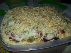Ingredientes  1 kg de batata 1/2 pote de requeijão 1 copo tipo americano de leite Alho, cebola e salsinha à gosto 1 maço de brócolis, ou 1 pacote de