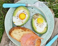Baked egg in an avocado 'cup'. With no sodium or added ingredients, nosh on this high-protein snack to stay satisfied for less than 200 calories. The combination of choline in the egg yolk and fiber from the avocado, both of which aid in weight loss Healthy Fats, Healthy Snacks, Healthy Eating, Healthy Recipes, Healthy Breakfasts, Avocado Recipes, Keto Recipes, Dinner Healthy, Dip Recipes
