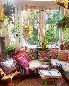 Make your Living room all the more beautiful, cozy, relaxing & boho chic with a bohemian decor. Here are the best Bohemian living room decor ideas for Bohemian Bedrooms, Bohemian Living Rooms, Bohemian House, Hippie Living Room, Bright Living Room Decor, Hippie House Decor, Bohemian Style Rooms, Bohemian Interior Design, Trendy Bedroom