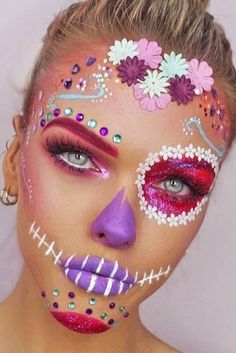 Are you looking for inspiration for your Halloween make-up? Browse around this site for creepy Halloween makeup looks. Unique Halloween Makeup, Halloween Inspo, Holiday Makeup, Halloween Looks, Halloween Makeup Tutorials, Halloween Makeup Youtube, Halloween Makeup Sugar Skull, Halloween Costumes, Skeleton Makeup
