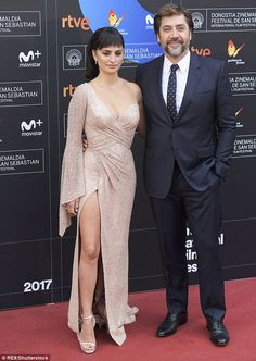 Completely smitten: Penelope Cruz and Javier Bardem couldn't take their hands off of each other on the red carpet for the Loving Pablo premiere for the San Sebastian Film Festival in Spain on Sunday Celebrity Couples, Celebrity Photos, Celebrity Style, Penelope Cruz, San Sebastian Film Festival, Charlize Theron Oscars, Javier Bardem, Style Finder, Teresa Palmer