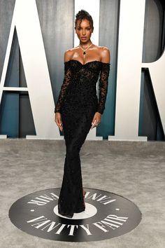 Glamorous American beauty Jasmine Tookes wearing a black custom Georges HOBEIKA gown at the 2020 Vanity Fair Oscar Party Jasmine Tookes, Teen Vogue, Evening Dresses, Prom Dresses, Formal Dresses, Club Dresses, Looks Teen, Celebrity Gowns, Celebrity Style