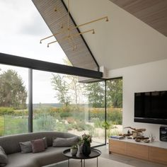 Field house is a dwelling in a sensitive location. The use of minimal windows in the design has been used to take advantage of the setting and views. Clerestory Windows, Casement Windows, Sliding Door Systems, Sliding Glass Door, Roof Design, House Design, Georgian Buildings, Hedsor House, Zinc Roof