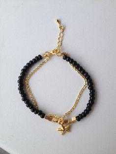 Black beaded bracelet with chain and star pendant Pulseira preta corrente e estrela