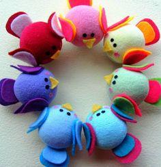 passarinhos Ideas Bautizo, Crafty Fox, Felt Birds, Birdhouse, Fabric Crafts, Sock, Dinosaur Stuffed Animal, Baby Shower, Babies