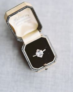 This ring is just soooooo beautiful. Suzie Saltzman.