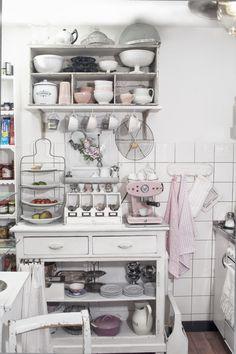 Shabby Chic und Vintage - meine Küche in Rosa und Weiss, Bild aus dem Buch UNIKATUM Iris Polin (Foto: M. Delussu)