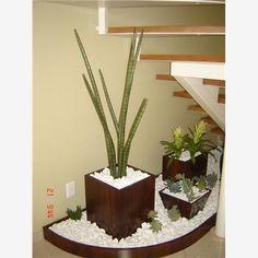 Estava eu revendo a planta da casa e pensei!!!   Embaixo da minha escada vai ser vazio, será que da para fazer um jardinzinho?   O que v...