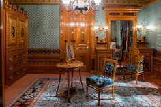 A new period room at the Metropolitan Museum of Art showcases design, alongside an exhibition focused on furniture from the era. Craftsman Interior, Home Interior Design, Interior Decorating, Exterior Design, Art Nouveau, Art Deco, Home Nyc, Built In Microwave, Vintage Interiors