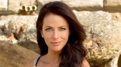 Esther Anderson so sad she died on home and away, I think she's the prettiest of all the female cast they've ever had Rumor Has It, Moving Away, Female Images, Home And Away, Female Characters, Pretty Face, Pretty Woman, Role Models, Hollywood