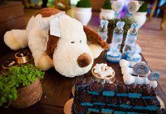 """Olha que mimo essa decoração de festa com o tema """"Cachorrinhos"""". Linda, linda! Que tal se inspirar nessa ideia?  Salão prontinho para receber os convidados, com uma combinação inu…"""