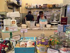 Carnet d'adresses new-yorkaises (8) Restaurant New York, Bakery, Balloons, Mugs, Decor, Greedy People, Eat, Globes, Decoration