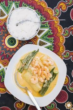 Lissabon - parhaat ravintolat. Cantinho do Azizin Yuca wa miamba -annoksessa on katkarapuja ja okraa.