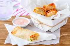 Healthy Salmon Spring Rolls Savory Snacks, Healthy Snacks, Healthy Eating, Cooking Chicken To Shred, Cooked Chicken, Healthy Mummy Recipes, Spring Rolls, Low Calorie Recipes, Light Recipes
