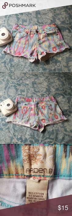ARDEN B PATTERNED SHORTS These shorts are made of Jean like material. Worn a handful of times. No discoloration, loose threads, etc Arden B Shorts Jean Shorts