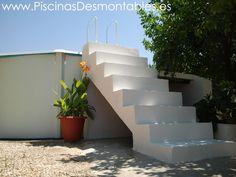 Escalera de cemento blanco para Piscinas Desmontables.