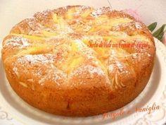 La torta di mele con crema al limone è una torta golosa e profumata, arricchita di crema pasticcera al limone,filetti di mandorle e zucchero a granella!