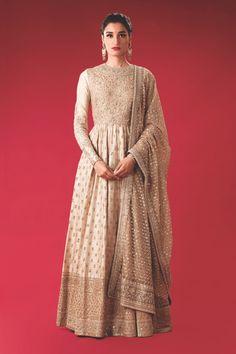 do Sabyasachi outfits really cost? What do Sabyasachi outfits really cost? Salwar Designs, Indian Wedding Outfits, Indian Outfits, Indian Clothes, Anarkali Dress, Lehenga, Bridal Anarkali Suits, Sabyasachi, Long Dress Fashion