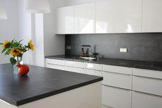 – Kitchens finished – Schüller Novel Gabi by MCeeBN Cabnits Kitchen, Kitchen Splashback Tiles, Kitchen Tops, Glass Kitchen, Kitchen Flooring, Modern Kitchen Design, Interior Design Kitchen, Kitchen Colour Combination, Moroccan Kitchen