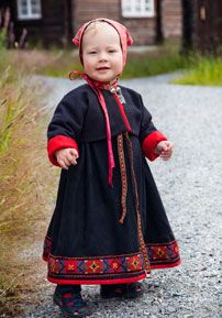 Toddler in bunad Folk Costume, Costumes, Folk Clothing, Kids Around The World, Precious Children, Little Girl Fashion, Toddler Dress, Hobbies And Crafts, World Cultures