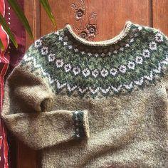 Ravelry: Project Gallery for Riddari pattern by Védís Jónsdóttir Icelandic Sweaters, Wool Sweaters, Fair Isle Knitting Patterns, Yarn Crafts, Knitwear, Free Pattern, Knit Crochet, Clothes, Fashion