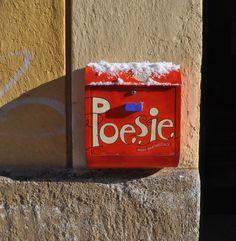 Der Poesiebriefkasten mit Schneemütze