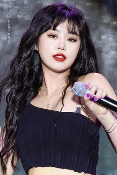 """""""soojin with curly hair and a red lip is a LOOK"""" Kpop Girl Groups, Kpop Girls, My Girl, Cool Girl, Mode Bollywood, Soo Jin, Fandoms, Soyeon, Entertainment"""