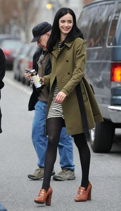 : Photo Krysten Ritter is all smiles while filming scenes for her new pilot Assistance on Wednesday (March in New York City. The actress is working with… Krysten Alyce Ritter, Krysten Ritter Model, Jessica Jones, Marvel Women, Hot Brunette, Famous Women, Fashion Outfits, Womens Fashion, Winter Outfits
