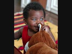 Laren Galloway is a black baby with blue eyes. People With Blue Eyes, Black People, Rare Eyes, Blue Eyed Baby, Black Sapphire, Black Babies, Every Girl, Afro, Cute Dogs