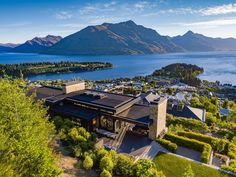 From its grandstand view overlooking Queenstown Bay and Lake Wakatipu, 10 Pinnacle Place has an Exclusive Real Estate, Sunken Fire Pits, Lake Wakatipu, New Zealand Houses, Expensive Houses, Outdoor Entertaining, Property For Sale, Luxury Homes, Modern Houses