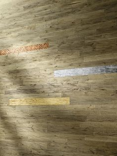 LANDWAND Blattmetalle auf Eichenbretter Hardwood Floors, Flooring, Texture, Crafts, Products, Boden, Timber Wood, Wood Floor Tiles, Surface Finish