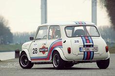 Mini in Martini Racing Farben Mini Cooper S, Mini Cooper Classic, Classic Mini, Classic Cars, Mini Crepe, Mini Mini, Mini Morris, Course Automobile, Martini Racing