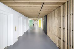 Studio Banana has designed the new offices of FTI (Fondation des Terrains Industriels) located in Geneva, Switzerland. The renovation project of the FTI Corporate Interiors, Office Interiors, Elevator Lobby Design, Office Ceiling, Timber Ceiling, Best Architects, Hall Design, Office Workspace, Office Spaces