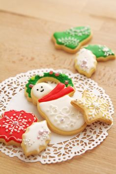 Christmas icing cookies Icing, Sugar, Cookies, Desserts, Christmas, Food, Crack Crackers, Tailgate Desserts, Xmas
