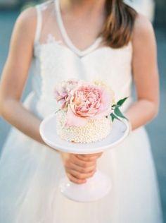 Flower girl & wedding cake